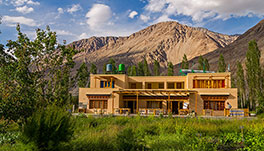 Nubra Ecolodge-safari-tent-deck